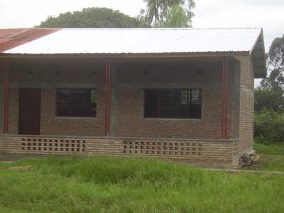 Construction d'une première classe qui devrait permettre l'accès des enfants aux études secondaires.